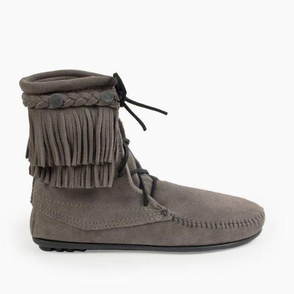 Minnetonka Shoes - NWOT Minnetonka Double Fringe Tramper Boot